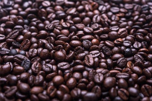 Zvyšky z kávy nevyhadzujte